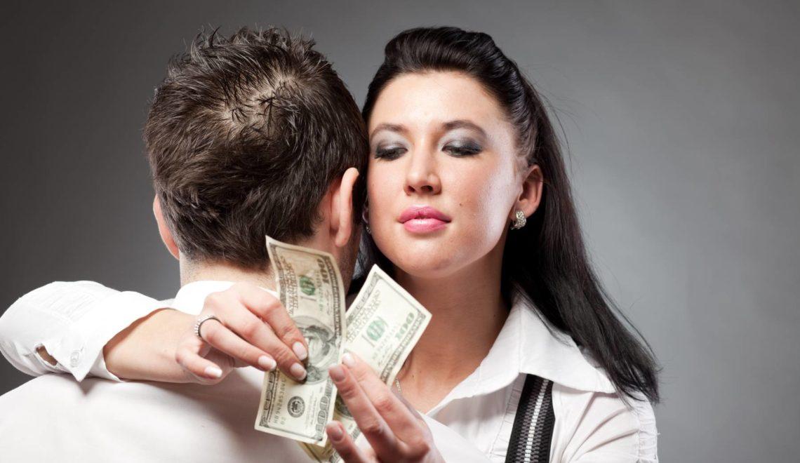Жена тратит алименты на себя